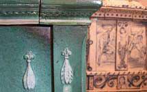 Dettaglio laterale di una stufa antica di colorazione verde