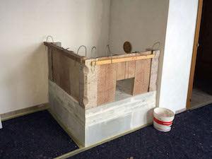 Il montaggio della parte bassa della stufa - 2 - StufArte.it la passione per le stufe tradizionali trentine
